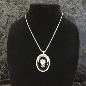 Jewelry - Reversed Cameo in Black with Silver Chain (e010)